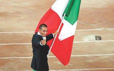 Oggi iniziano le Olimpiadi. Nel 2000 a Sidney Carlton Myers portabandiera dell'Italia.