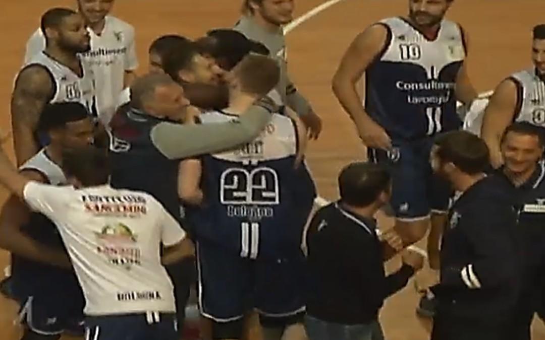All'ultimo respiro… la magia del Mancio regala la vittoria su Imola (76-75)