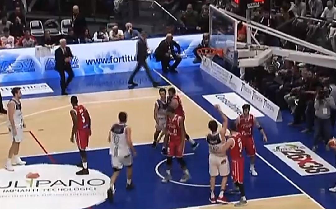 Cinciarini apre, Gandini tiene e Mancio chiude: Trieste battuta (71-65) e raggiunta in testa alla classifica